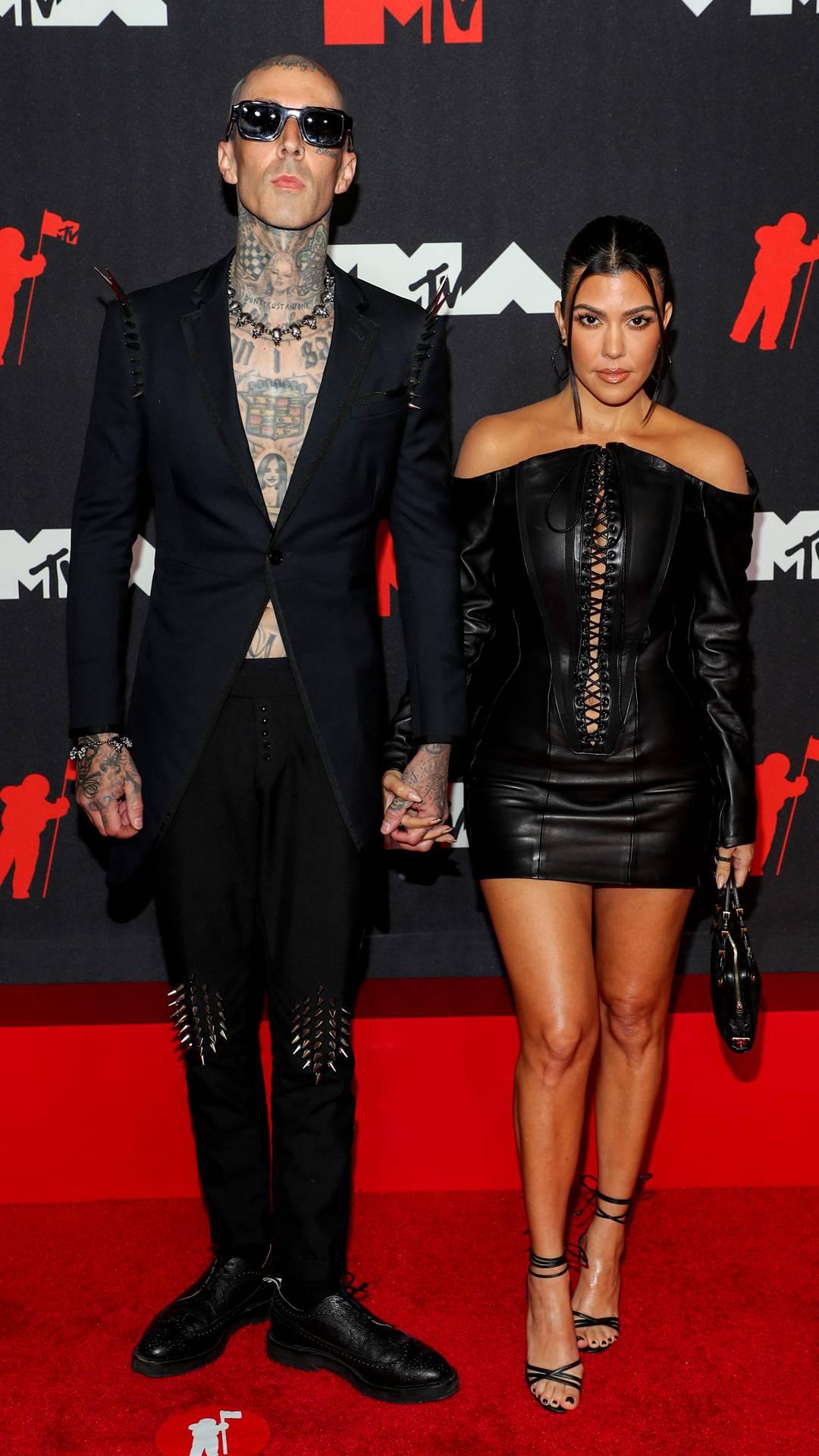 MTV Video Music Awards 2021 | The Best of the VMAs 2021 Red Carpet | Travis Barker and Kourtney Kardashian | 1080x1920