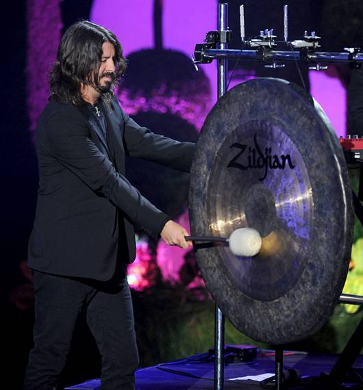 /content/ontv/movieawards/2011/photo/flipbooks/11-show-highlights/dave-grohl-foo-fighters-getty115270494.jpg