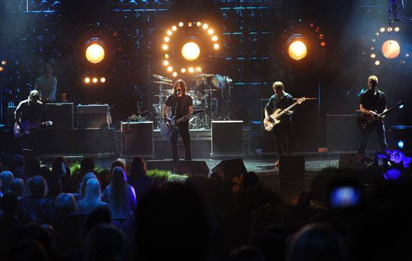 /content/ontv/movieawards/2011/photo/flipbooks/11-show-highlights/foo-fighters-pg_451309.jpg