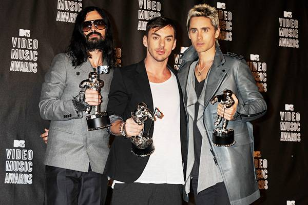30 Seconds to Mars bandmates Tomo Miličević, Shannon Leto, and Jared Leto proudly rock their Moonmen after winning Best Rock Video at the 2010 MTV Video Music Awards.