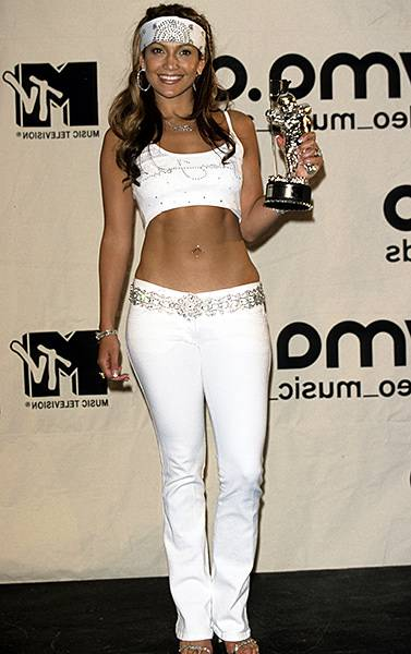 09.07.2000, New York City, NY: Jennifer Lopez shows off her chiseled abs in a white bedazzled two-piece at the 2000 Video Music Awards.