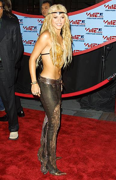09.06.2001, New York City, NY: Shakira proves that her 'hips don't lie' in this back baring red carpet 'fit during the 2000 Video Music Awards.