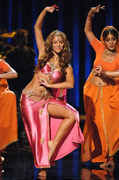 08.31.2006, New York City, NY: A goddess on stage, Shakira bares leg and torso during her performance at the 2006 Video Music Awards.