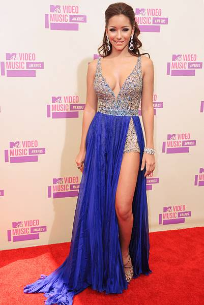 Melanie Iglesias is elegant, ladylike and a whole lot of sexy in a shimmering blue gown on the red carpet at the 2012 Video Music Awards.