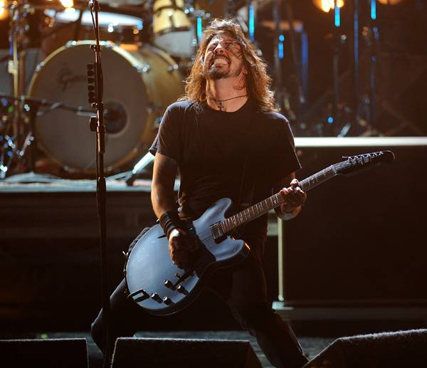 /content/ontv/movieawards/retrospective/photo/flipbooks/showstopping-musical-performances/2011-foo-fighters-pg450322.jpg