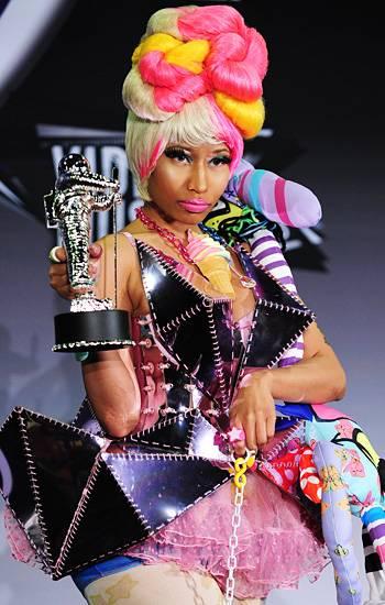 Fiercest femcee in the game Nicki Minaj schools her 2011 Best Hip-Hop Video Moonman in the ways of the badass pose.