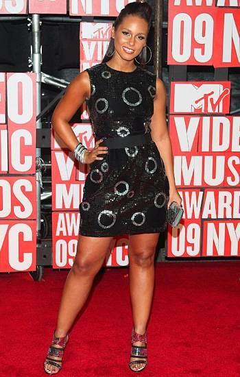 Alicia Keys knows that you can never go wrong with a little black dress on the 2009 VMA red carpet - especially if it has a little sparkle.