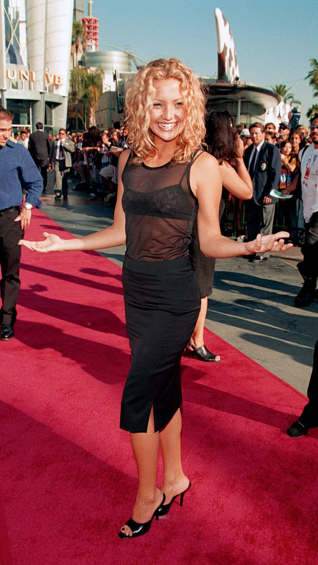 MTV Video Music Awards 2021   Are These MTV VMA 90s Looks Making a Comeback?   Kate Hudson   1080x1920