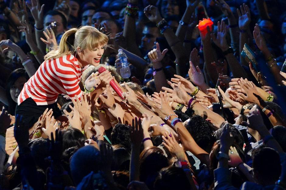 /content/ontv/vma/2012/photos/flipbooks/12-show-highlights/taylor_swift_getty151391470.jpg