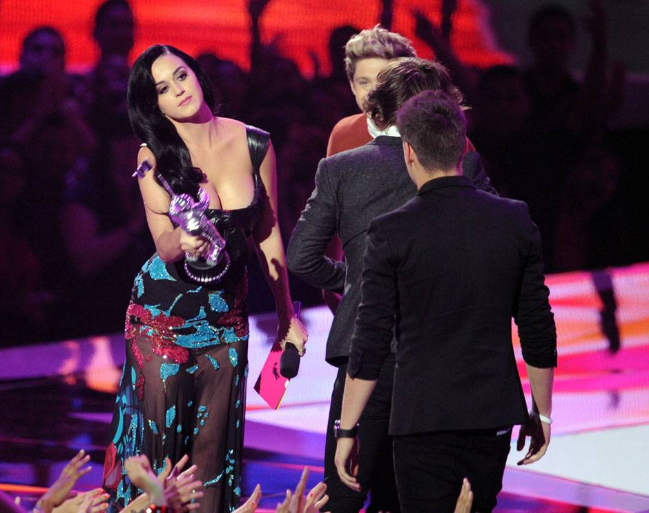 /content/ontv/vma/2012/photos/flipbooks/12-show-highlights/katy_perry_one_direction_getty151395260.jpg