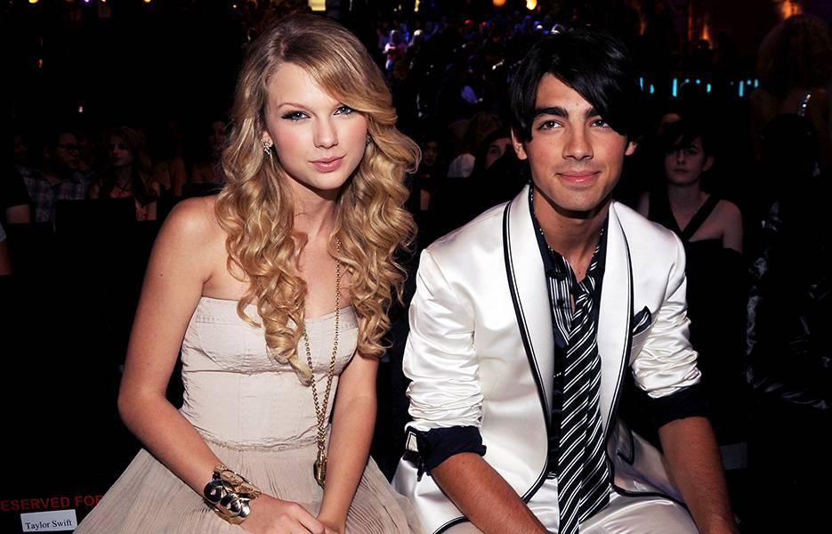 Taylor Swift and Joe Jonas at the 2008 VMAs.