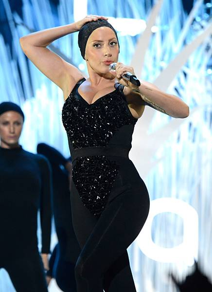 /content/ontv/vma/2013/photos/flipbooks/13-show-highlights/lady-gaga-getty-177658589.jpg