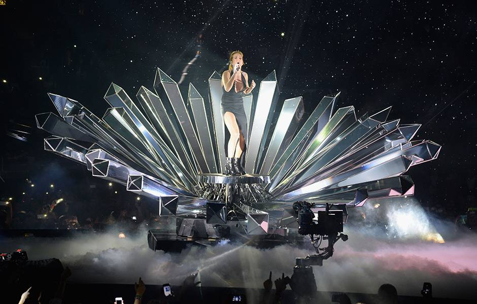 EMA 2015   Showstopping Performances Ellie Goulding   940x600