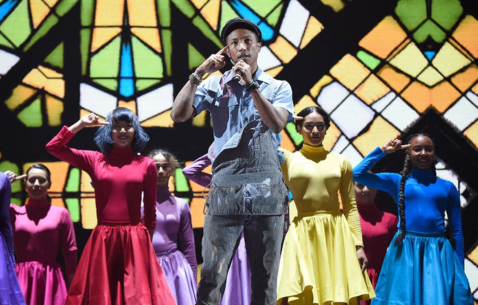 EMA 2015   Showstopping Performances Pharrell Williams   940x600