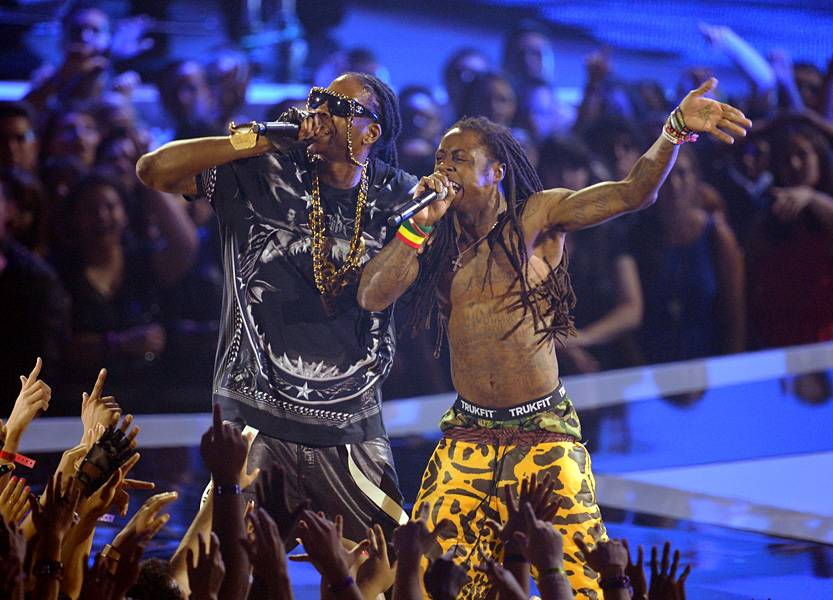 """2 Chainz and Weezy team up for a """"Yuck / No Worries"""" collab at the 2012 Video Music Awards."""