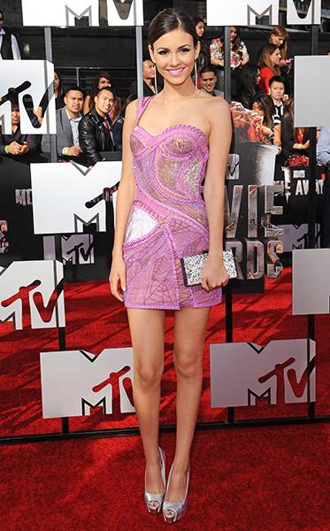 /content/ontv/movieawards/2012/photo/flipbooks/movie-awards-style/sparkles-shards-and-sequins/2014-victoria-justice-488489939.jpg