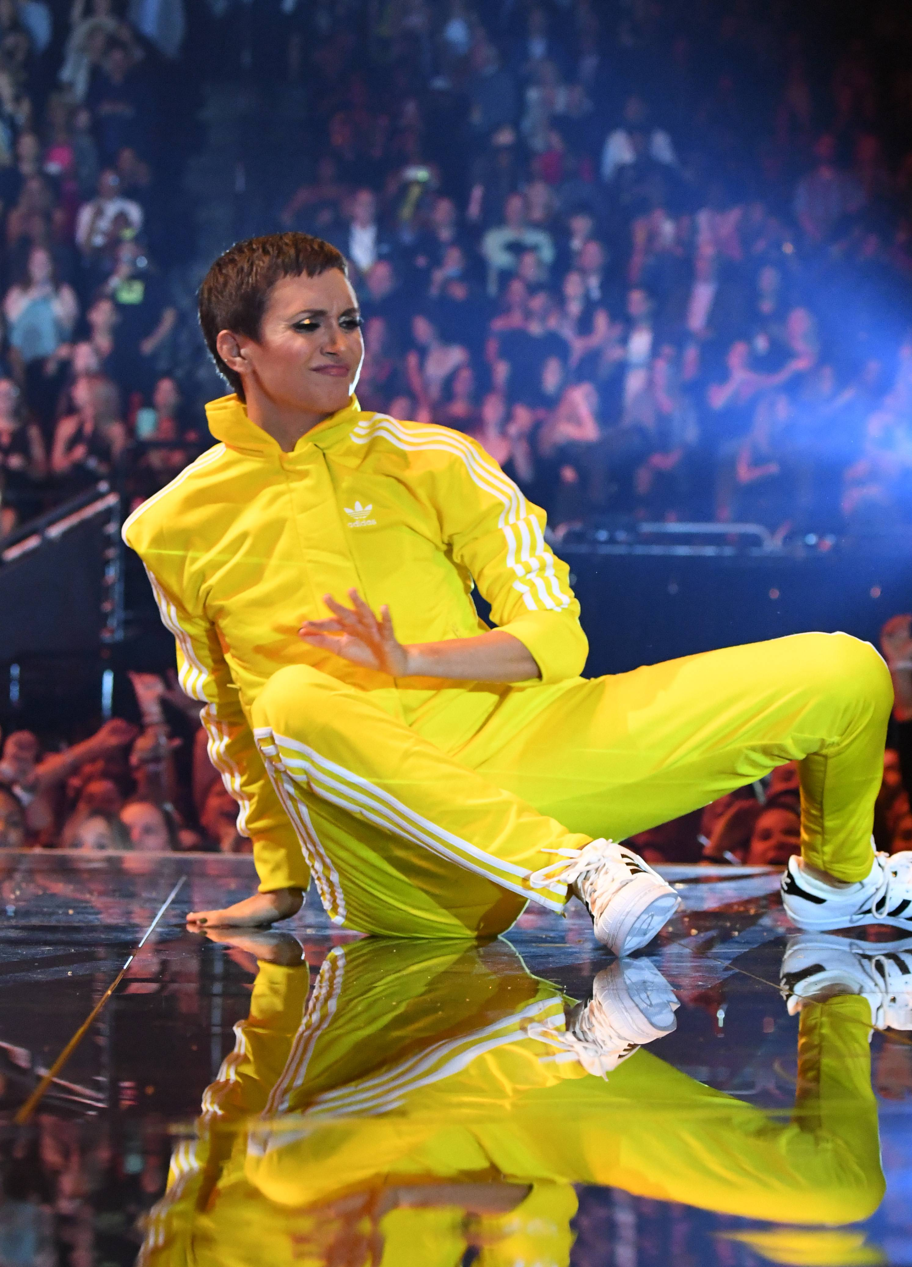 Alyson Stoner's stank face is everything while she dances at the 2019 VMAs.