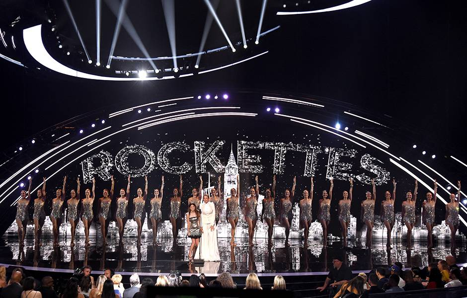 During the 2018 VMAs, Blake Lively and Anna Kendrick took the mic to discuss their latest movie while the Rockettes performed on their home stage at Radio City Music Hall.