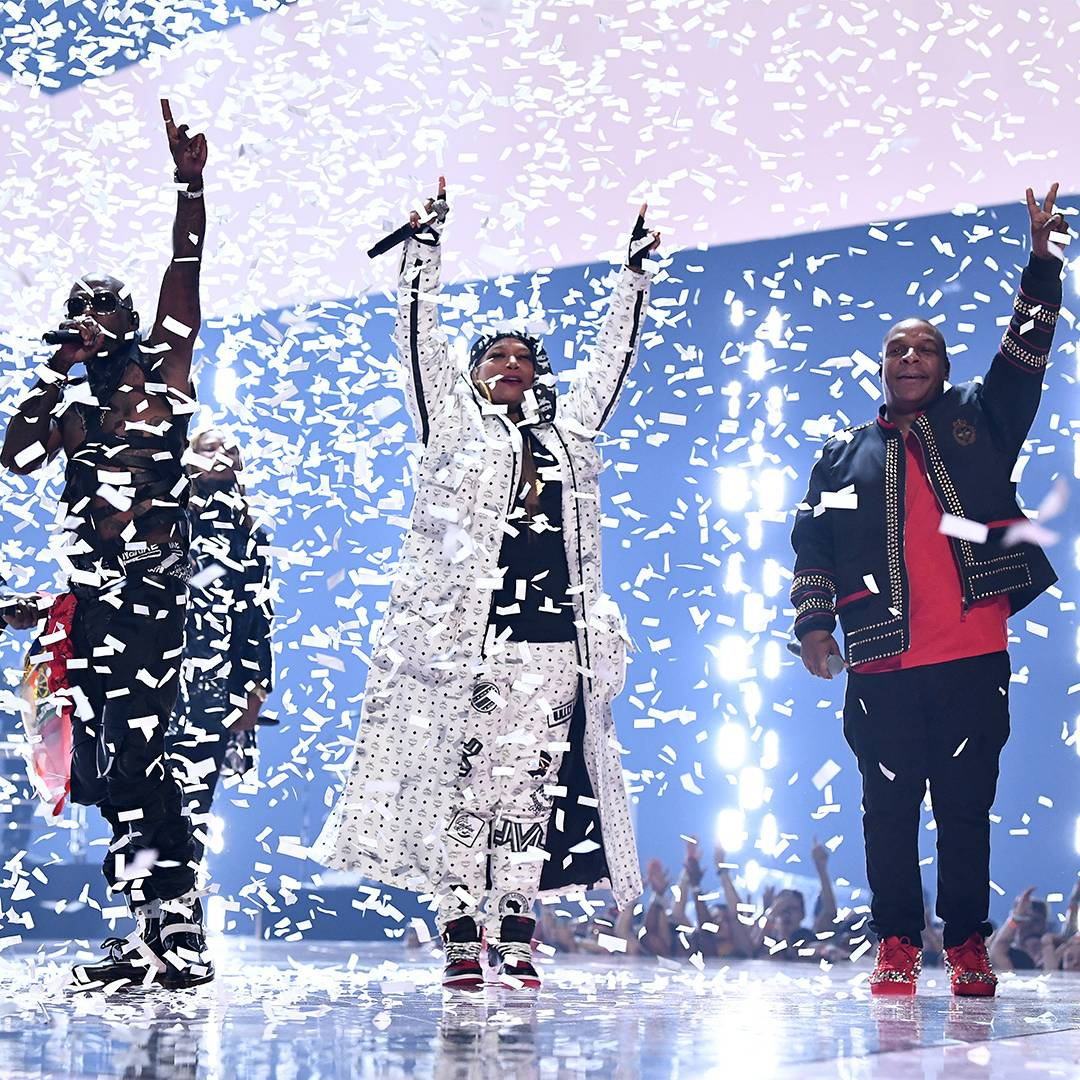 Queen Latifah, Redman, Fetty Wap, Naughty by Nature and Wyclef Jean bring the house down with a medley of their greatest hits.