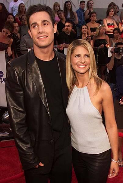 Movie & TV Awards 2000 | Love Is On Freddie Prinze Jr./Sarah Michelle Gellar | 403x600