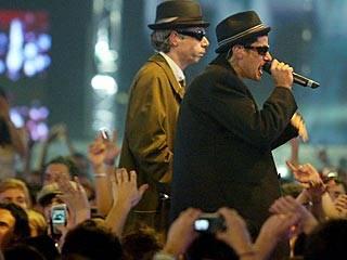 /onair/mtv2/ema_2004/performance/flipbook/images/beastie_boys.jpg