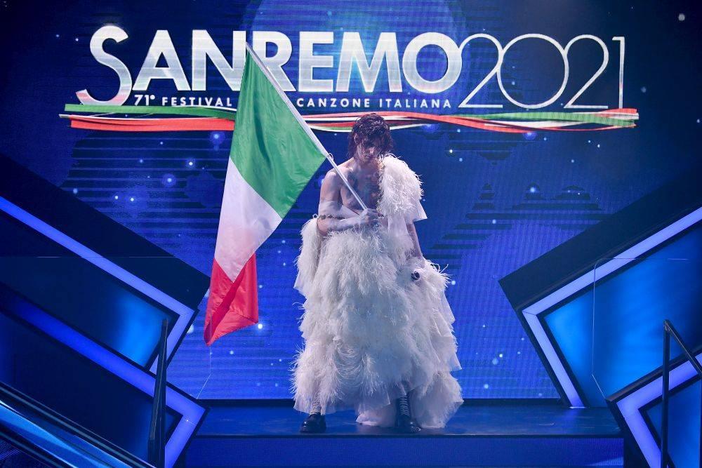 mgid:file:gsp:scenic:/international/mtv.it/Fotogallery/sanremo-2021-quarta-serata-010.jpg
