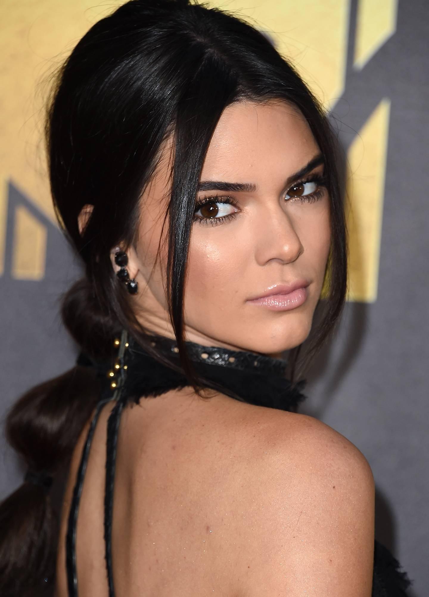 mgid:file:gsp:scenic:/international/mtvla.com-new/shows/movie-awards/redcarpet/Kendall-Jenner---Getty-2.jpg