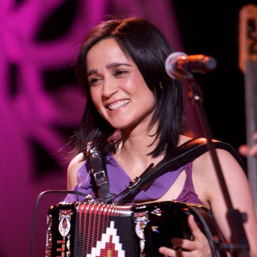 mgid:file:gsp:scenic:/international/mtvla.com/unplugged-latinos-julieta-7.png