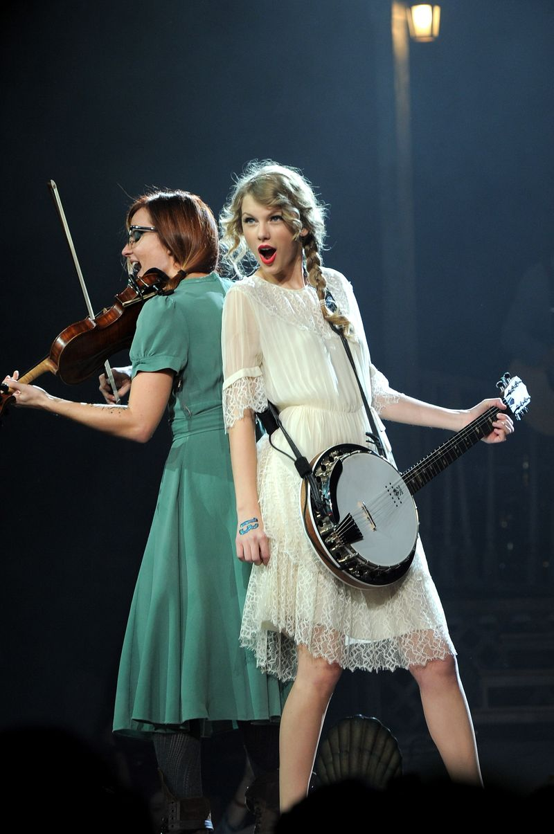 Taylor Swift's Abs Sparkled At The iHeart Radio Festival - MTV