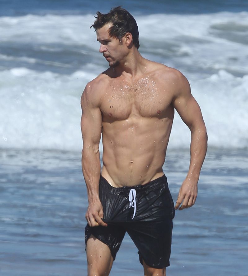 Fall Sucks Lets Remember These 8 Shirtless Male Celebrity Bodies Instead - Mtv-1545