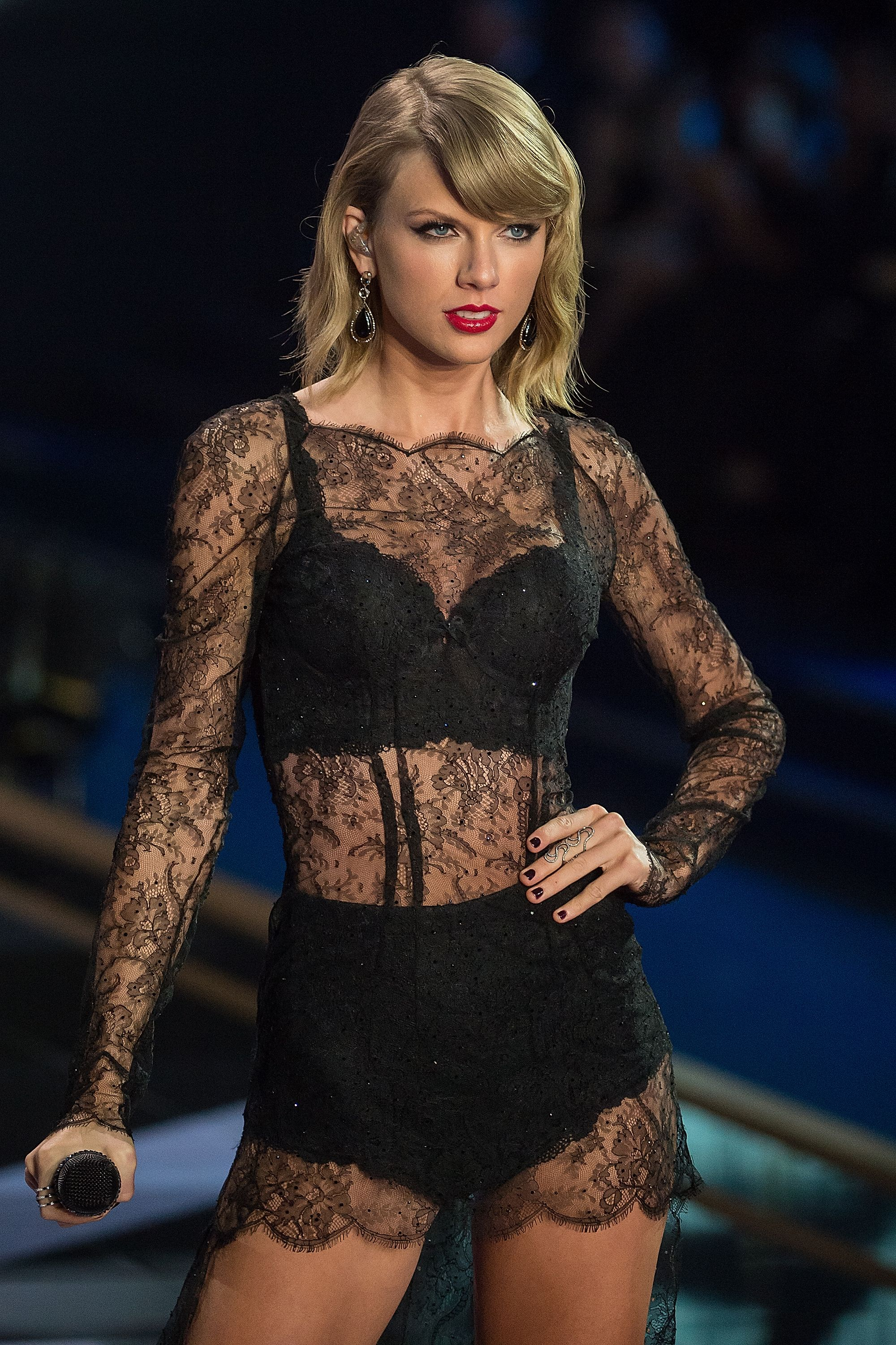 Taylor Swift Modeling Lingerie new picture
