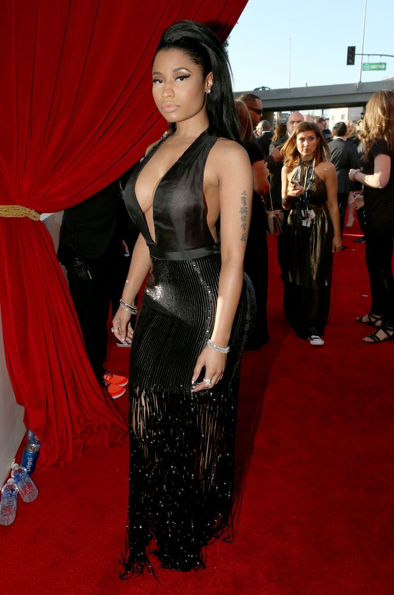 Nicki Minaj Slays In A Plunging Tom Ford Gown At The Grammys - MTV