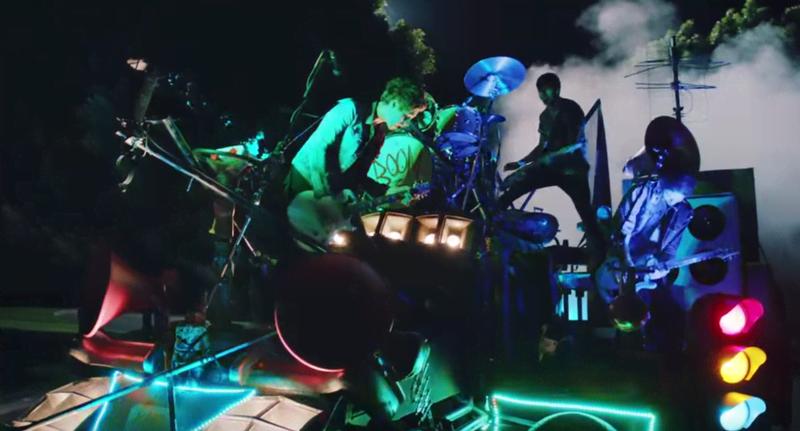 6 Old-School Pop Punk Moments In 5SOS' 'She's Kinda Hot