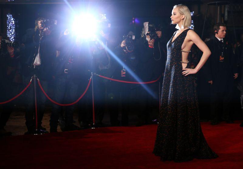 Jennifer Lawrence\'s \'Mockingjay\' Premiere Gown Looks Simple — Until ...