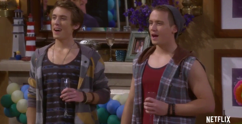 Jesse And Becky S Twins Are All Grown Up In New Fuller House Trailer