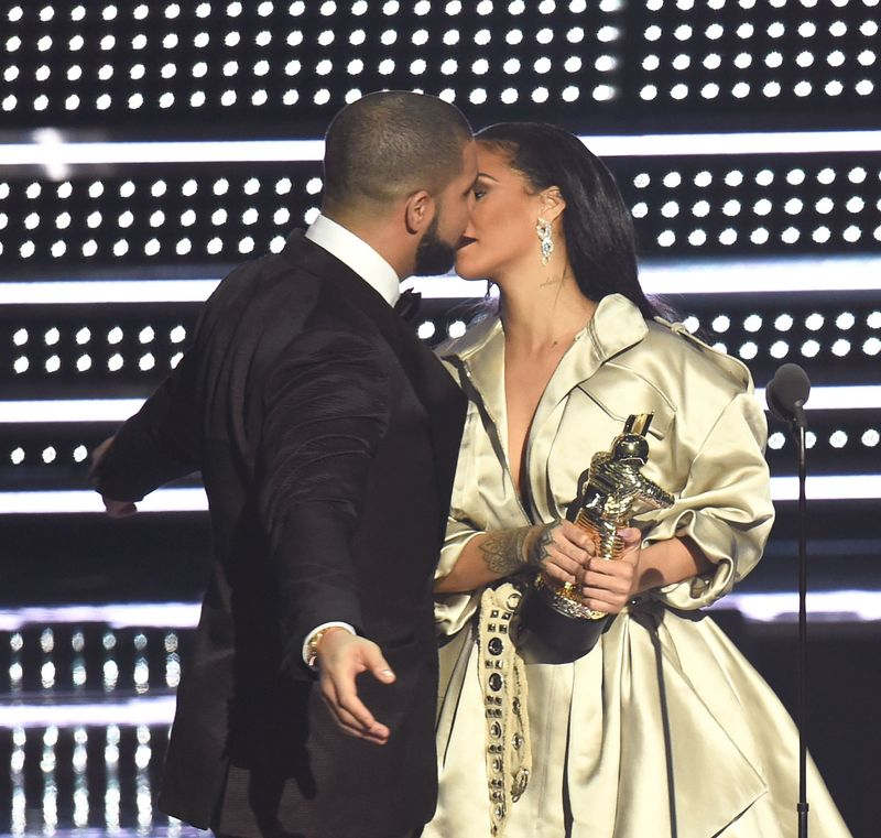 Everyone Thought Drake Was Going To Propose To Rihanna At The Vmas Mtv