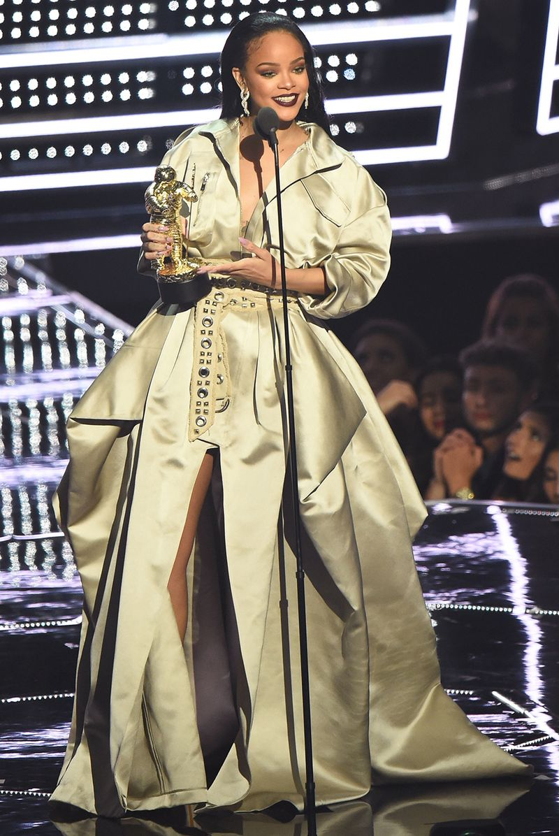 Every Single Outfit Rihanna Wore To The 2016 Vmas Mtv