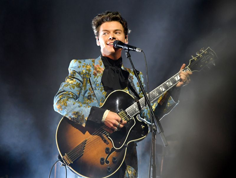 87d4ff017b Here s Every Single Fancy Suit Harry Styles Is Wearing On Tour - MTV